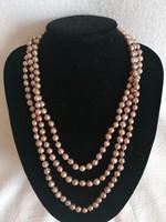 Nagyon hosszú eredeti tenyésztett  gyöngysor, ritka aranybarna árnyalattal, szép gömbölyded forma
