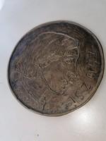 Gondos Zsuzsi bronz plakett.