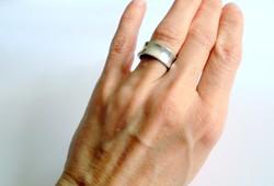 Modernista vastag karika ezüst gyűrű