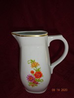 Zsolnay porcelán vizeskancsó, arany szegélyes, sárga/lila virágmintás.