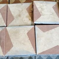 Geometrikus mintájú cementlap