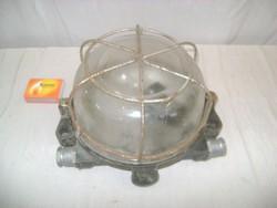 Régi, fém rácsos csarnok lámpa - ipari loft design