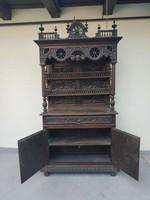 Antik flamand ónémet tálaló bútor szép állapotú dúsan faragott konyhai polcos szekrény