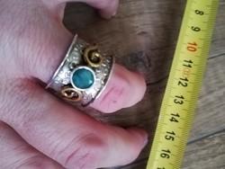 Smaragdköves, izraeli, széles ezüst gyűrű, aranyozással