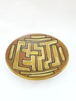 Retro kerámia falitál - barna alapon sárga geometrikus mintával - iparművész falidísz