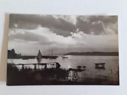 Régi képeslap 1960 alkony a Balatonon