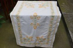 Hímzett mintás díszterítő , futó terítő , kis abrosz , asztal közép 112 x 63 cm