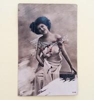 Régi képeslap 1920 körül női fotó