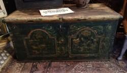Kelengyés láda, 19. századi díszített láda, sötétzöld. loft