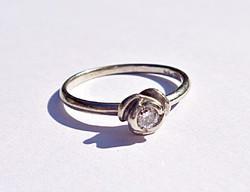 Rózsa foglalatban 10 pontos brilliáns csiszolású gyémánt 585-ös, magyar fémjeles gyűrű