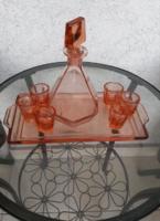 Art Deco cseh csiszolt üveg likőrös készlet, 7 db os + tálcával, lazac színben,  hibátlan állapotban
