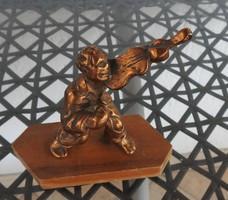Régi bronz hegedűs