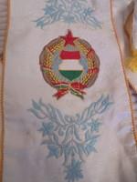 Kádár címeres hímzett stóla