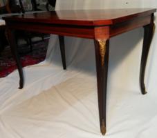 XVI. Lajos korabeli stílusú intarziás asztal