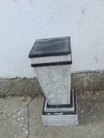 Posztamens szobortartó
