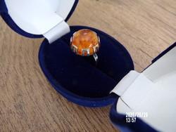 Különleges fazonú ezüst borostyán gyűrű