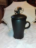 Ritka, fekete kerámia teás csésze,teafű tartóval.