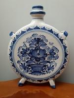 Sorszámozott jelzett kék fehér virágmintás mázas kerámia kulacs