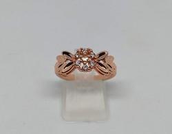 18K rózsagold filled ródium bevonatos gyűrű, fehér topáz kövekkel