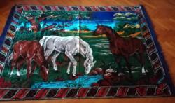 Retro mokett falvédő ,falikárpit lovakkal.