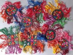Matyó mintás terítők, selyem szállal hímzettek