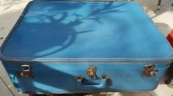 Kék utazó bőrönd