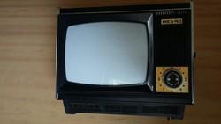 Retró orosz Junoszt 603 hordozható televízió