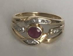 14 karátos arany gyűrű rubintal és brilliánsokkal