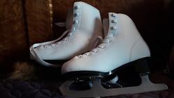 Lány korcsolya cipő 357.