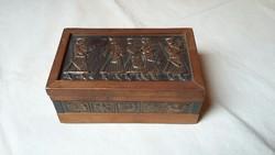 Régi fa doboz réz díszítéssel - betyárokkal