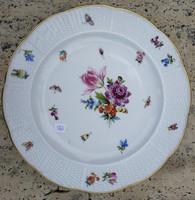 1. Herendi tányér, szalagos virágmintás, bogarak, pillangók aranyozott.