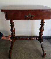 Varrós, vagy lerakó asztalka