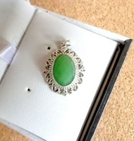 Zöld köves medál