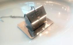 Fém házikó teaszűrő