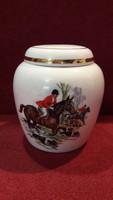 Lovas vadász jelenetes, beagle-s fedeles porcelán váza, tartó