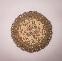 Fém paszományos brokát kisterítő kerek és négyzet alakú