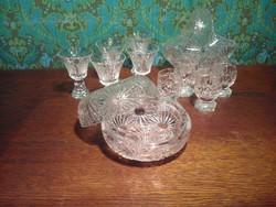 Kristály likőrös pohár és bonbonier szett.
