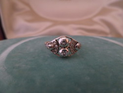 Art deco arany gyűrű brillekkel és gyémántokkal