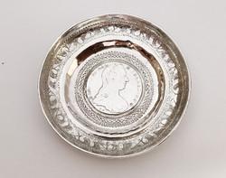 Díszes ezüst érmés tálka 1780 SF tallérral.