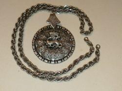 Antik medál, lánccal, ezüst vagy ezüstözött? Gyönyörű, - 1 forintról, garanciával: