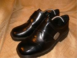 E 13 Luxus 44-es tépőzáras elegáns lakkbőr cipő erősítettsarok merevítővel