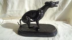 Jelzett bronz szobor