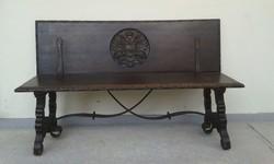 Antik korabeli reneszánsz lehajthatós pad nagy kétfejű sasos korona címrrel lábán vas pántokkal
