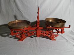Régi konyhai mérleg  vasból, réz tányérral.---2---