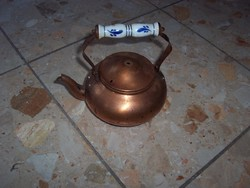 Porcelán füles teáskanna