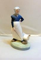 Royal Copenhage: Libapásztor lány, Lány libával porcelánfigura