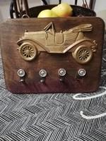 Autós fém plakettel díszített kulcstartó