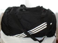 ADIDAS vállra is akasztható, fekete gyöngyvászon utazó vagy sport  táska