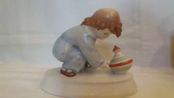Zsolnay búgócsigával játszó gyermek (Tertia!)