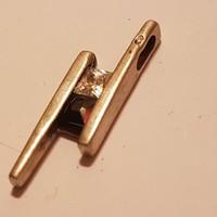 Ezüst  medál 1,5  cm-es,Cirkon kövel